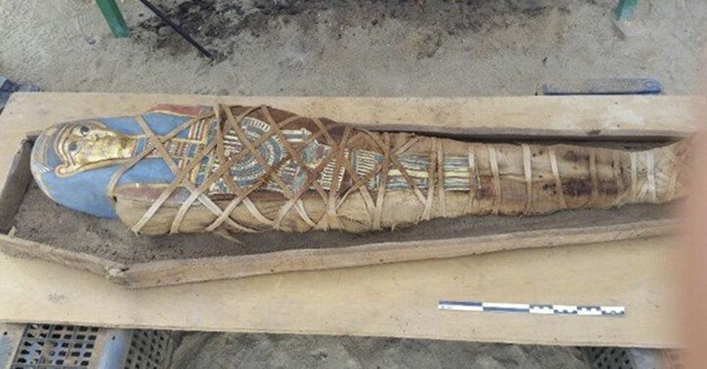 Múmia encontrada no mosteiro em Deir el-Banat, no oásis de Fayoum