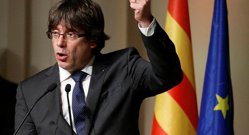 Carles Puigdemont discursa em Bruxelas