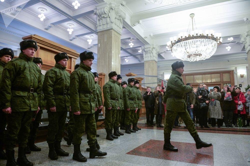 Este destacamento militar russo se ocupa de tarefas especiais relacionadas à segurança do Kremlin, residência oficial do Presidente da Rússia