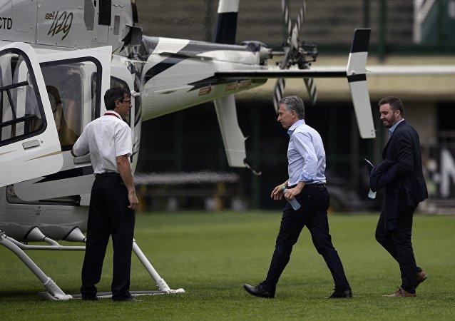 O presidente da Argentina, Mauricio Macri embarca em um helicóptero (foto de arquivo).