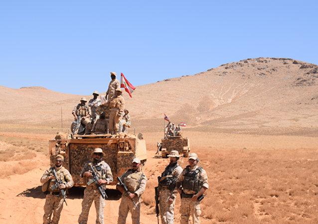 Soldados libaneses perto da fronteira com a Síria