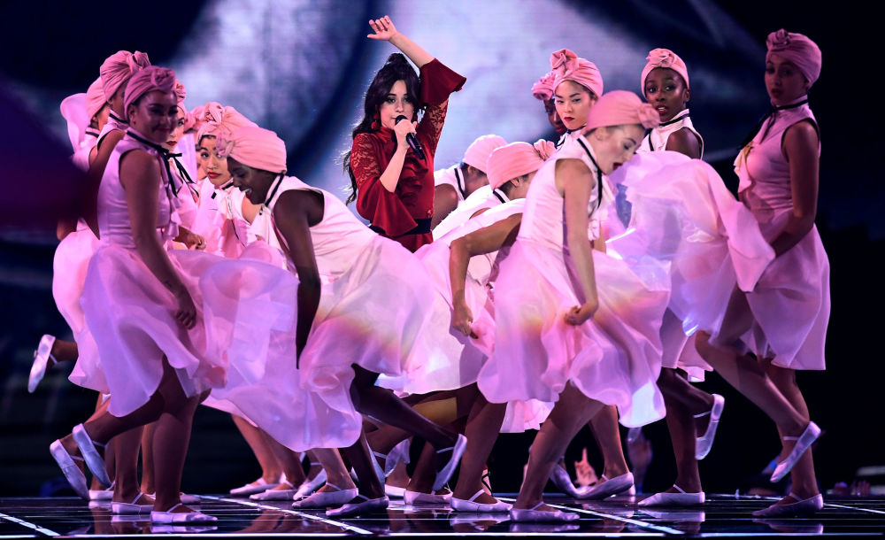 Cantora cubana Camila Cabello durante show MTV Europe Music Awards em Londres
