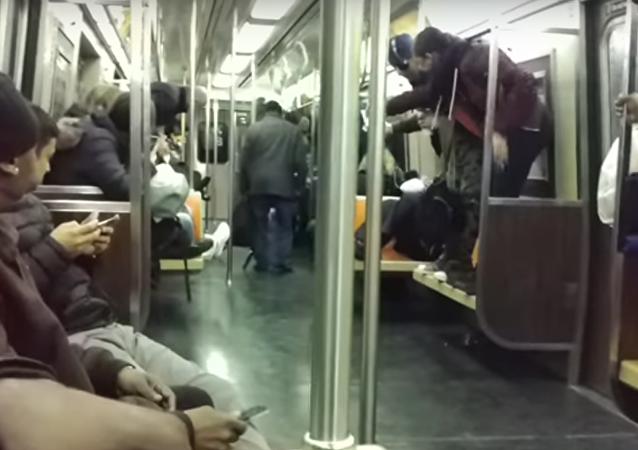Rato provoca pânico entre passageiros do metrô de Nova York