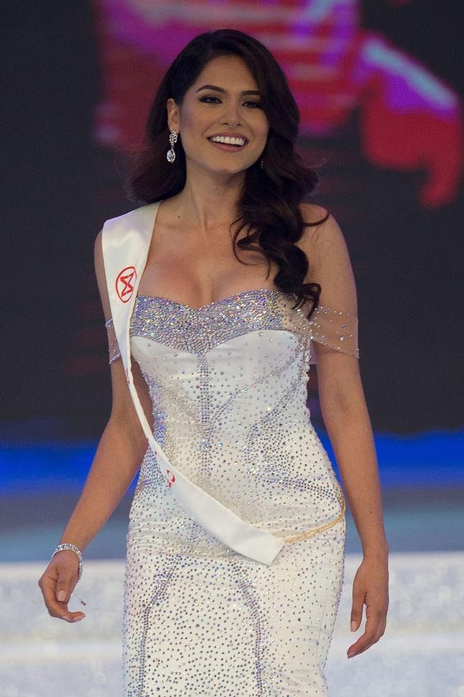 Miss México, Alma Andrea Meza Carmona, sai ao palco durante a final do Miss Mundo 2017, na cidade chinesa de Sanya, em 18 de novembro de 2017