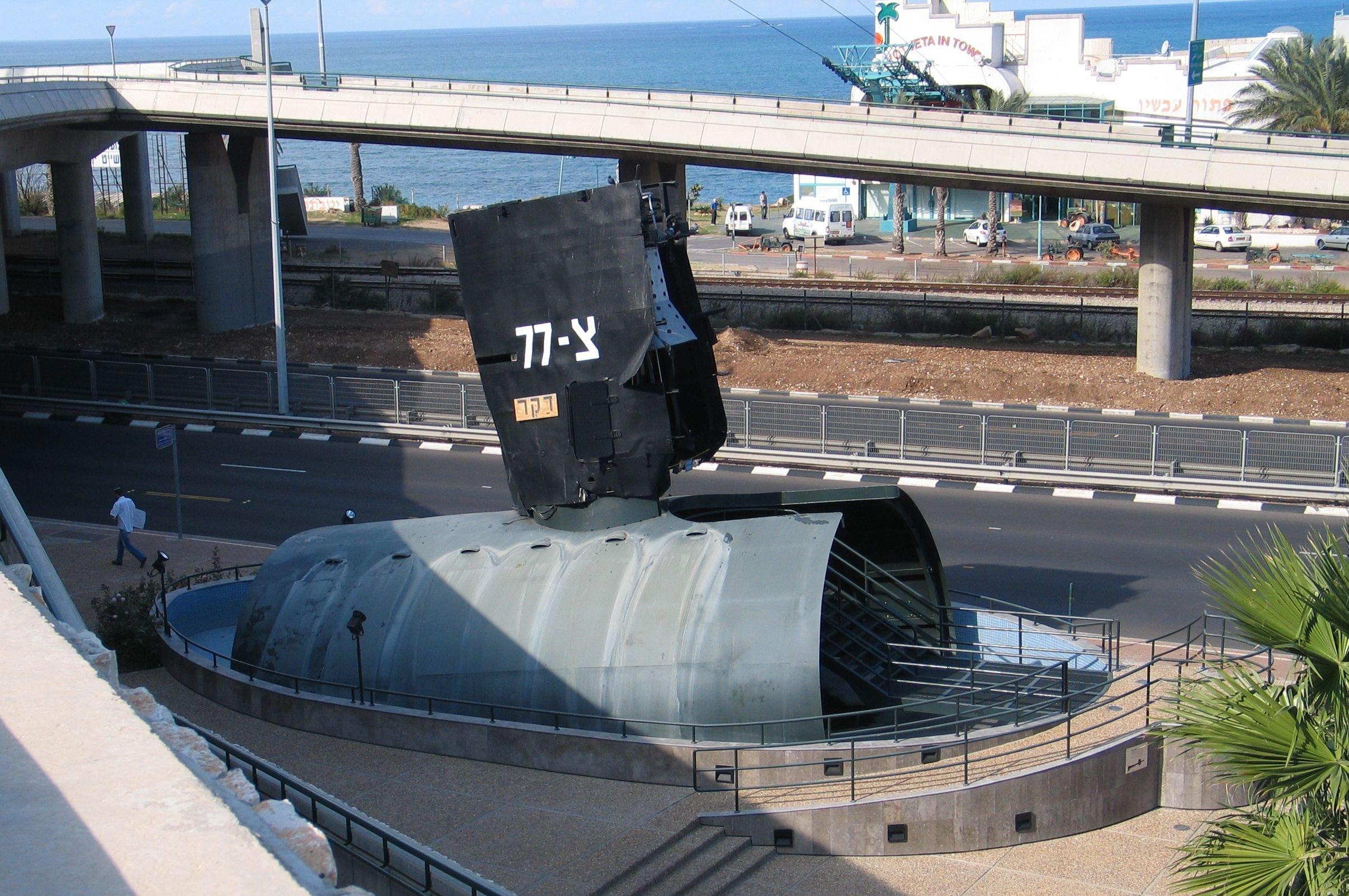 Parte do submarino INS Dakar em exibição em Haifa, Israel