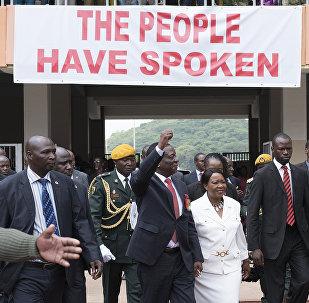 Presidente eleito zimbabuano, Emmerson Mnangagwa, no Estádio Nacional em Harare, em 24 de novembro durante cerimônia de tomada de posse, Harare
