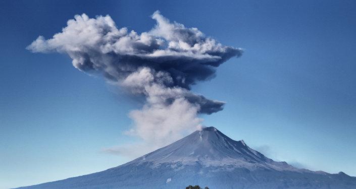 Vulcão Popocatépetl no México