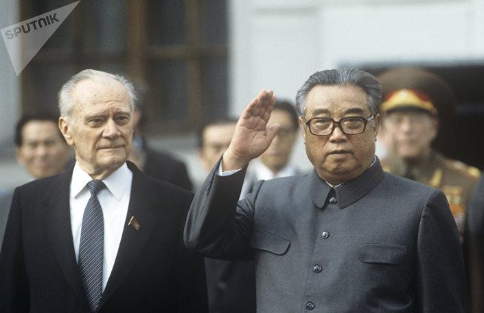 Primeiro-ministro da União Soviética, Nikolai Tikhonov, e Kim Il-sung durante a visita do líder norte-coreano à URSS, 1984