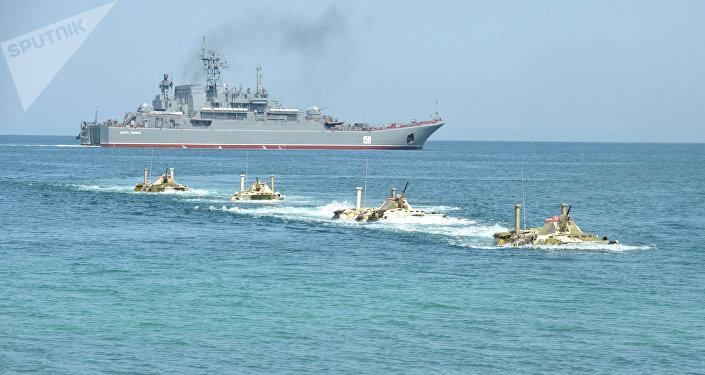 Desembarque dos fuzileiros navais da Frota do Mar Negro da Marinha russa