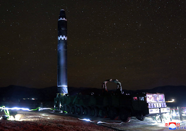 Míssil balístico intercontinental norte-coreano Hwasong-15